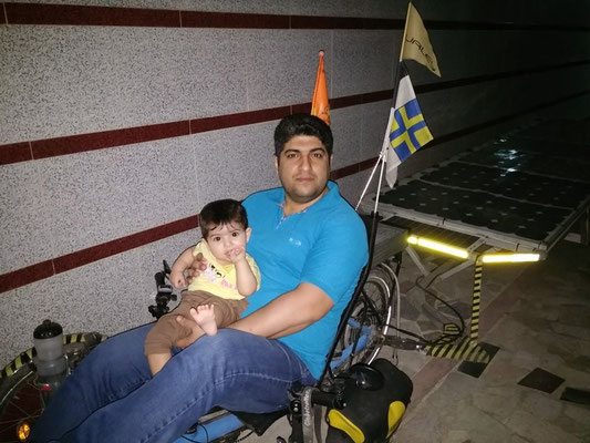 IR: Rasht, Faraz and his son in the Solatrike (Photo:d-t-b)