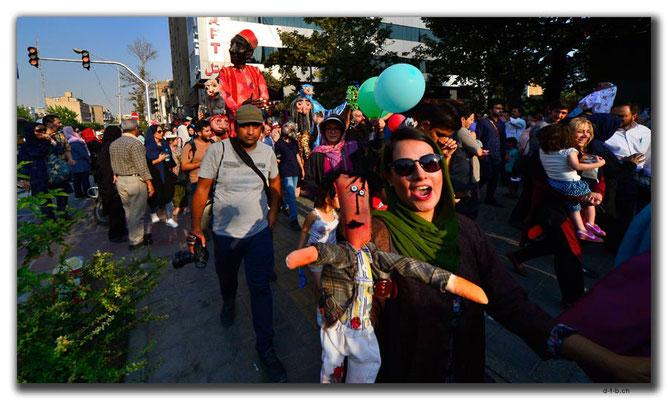 IR0256.Tehran.Puppenumzug