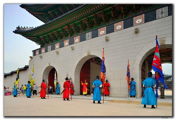 KR0031.Seoul.Gyeongbokgung Palace.Wachwechsel