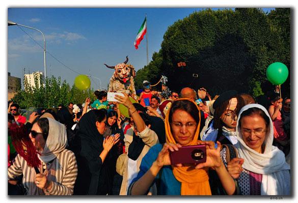 IR0260.Tehran.Puppenumzug