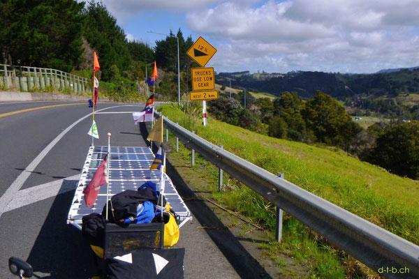 NZ: Solatrike eine 12% Steigung hochgezogen