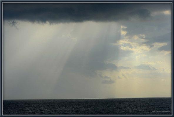 JM078.Regen über dem Meer