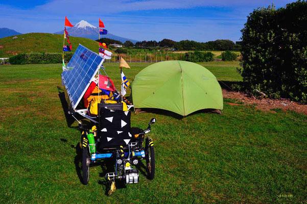 NZ: Solatrike bei Cape Egmont Boat Club und Sicht auf Mt.Taranaki