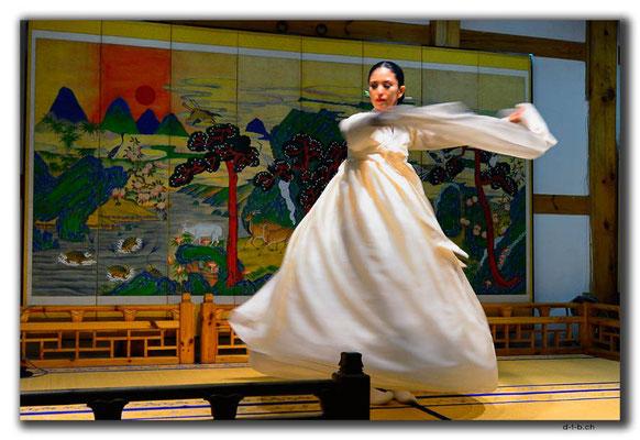 KR0064.Seoul.Folklore.Tanz