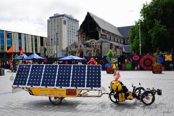 NZ: Solatrike in Christchurch vor der Kathedrale.