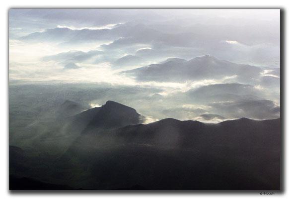 TR0296.Berge im Nebel