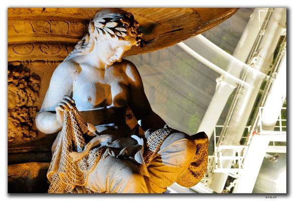 HU043.Budapest.Brunnenfigur