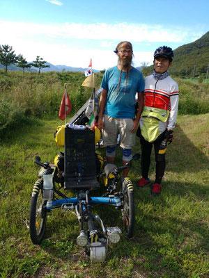 KR: Near Busan I met the blind biker Yongtack (Photo: Wife of Yongtack)