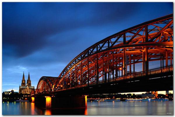 DE135.Kölner Dom und Brücke