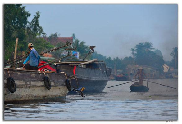 VN0363.Schiffe am Mekong