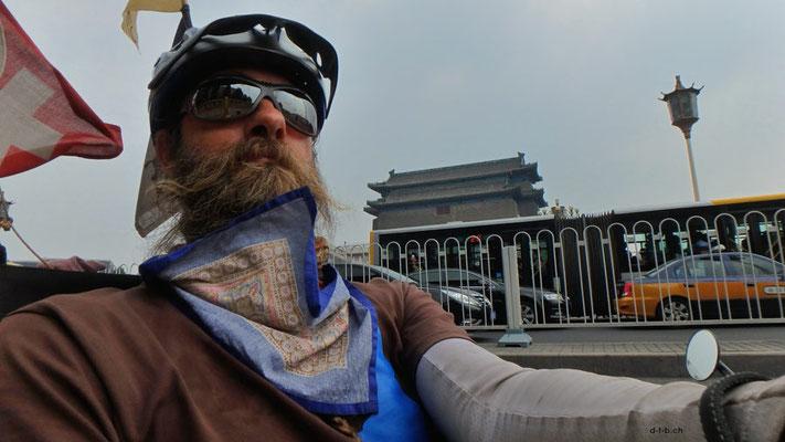 CN.Peking.Solatrike beim Tiananmen Square