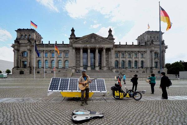 DE: Solatrike in Berlin, Bundestag