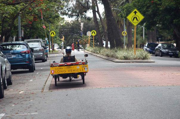 AU: Perth. Pedestrian Crossing (Photo: Tom Hogarth)