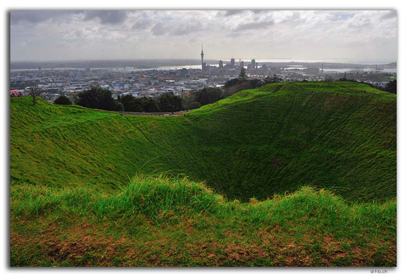 NZ0019.Auckland.View from Mt.Eden