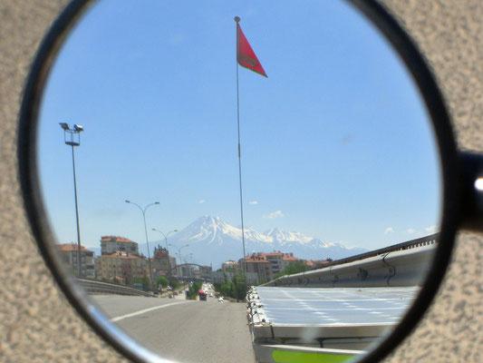 TR: Solatrike mit Vulkan Hasan Dagi im Rückspiegel