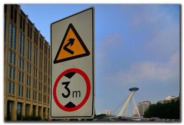 CN0406.Tianjin.Brücke und Schild