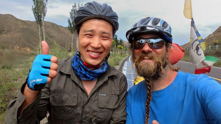 CN.Solatrikefahrer David und chinesischer Radfahrer