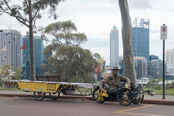 AU: Perth. Kings Park above the City (Photo: Tom Hogarth)