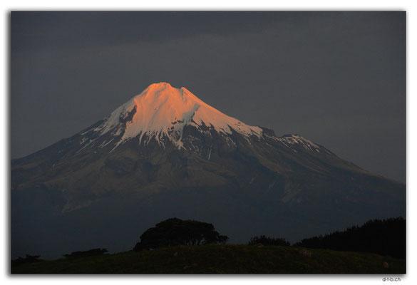 NZ0403.Mt.Taranaki view from Cape Egmont Boat Club