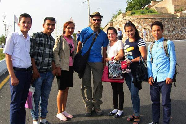 UZ: Samarkand, eine Gruppe Gehörlose