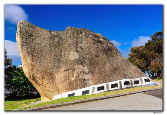 AU0808.Albany.Dog Rock
