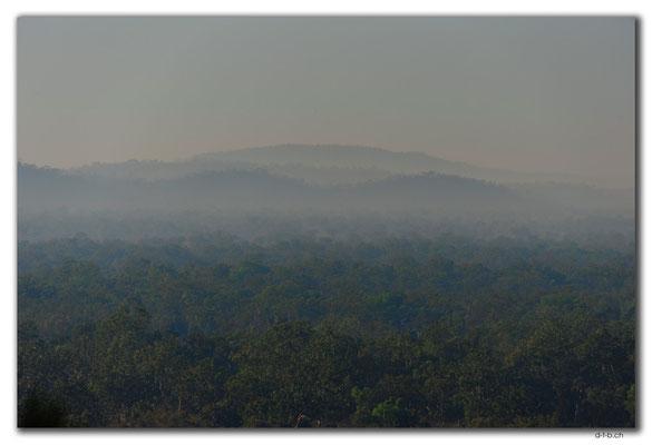 AU0087.Marumba.Nebel im Tal