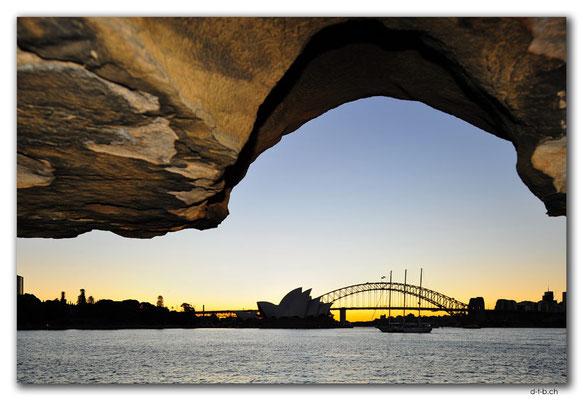 AU1633.Sydney.Opera House & Harbour Bridge