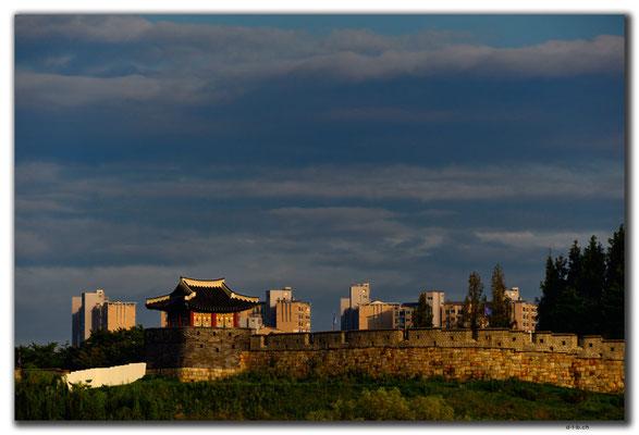 KR0100.Suwon.Stadtmauer