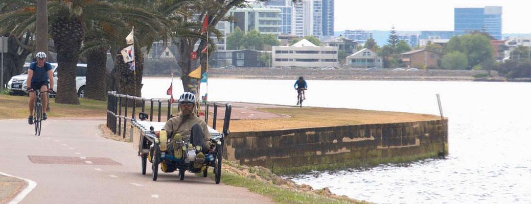 AU: Perth. On the bike path (Photo: Tom Hogarth)