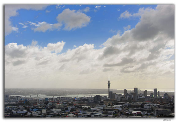 NZ0017.Auckland.Skytower.View from Mt.Eden