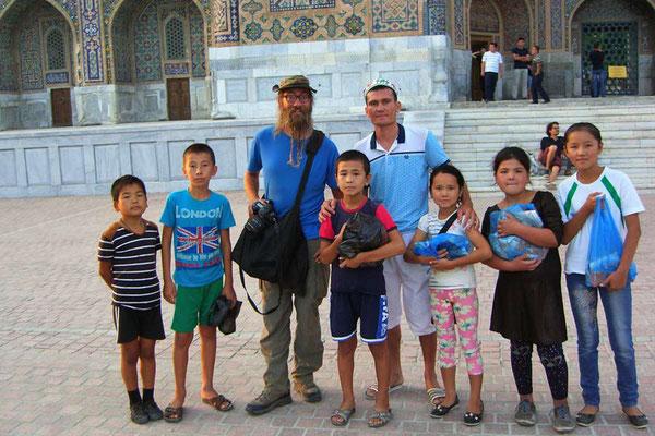 UZ: Samarkand, David mit Usbekischer Familie