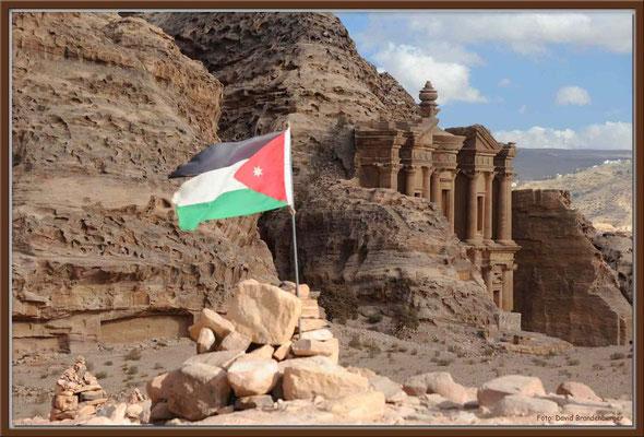 JO036.Ad Dayr Tempel + Flagge.Petra