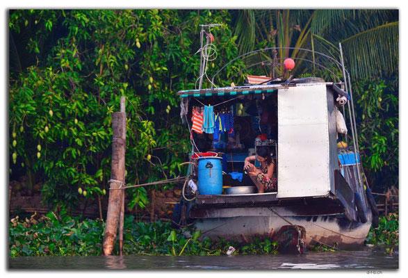 VN0362.Wohnschiff am Mekong