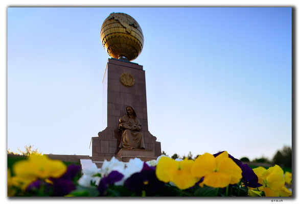 UZ0212.Tashkent. Caring Mother Monument