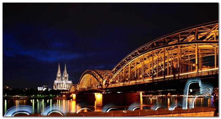 DE137.Kölner Dom und Brücke