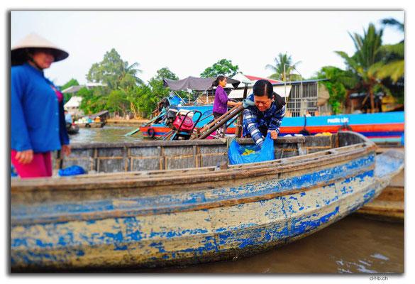 VN0364.Phong Dien.Floating Market