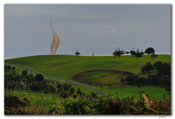 NZ0060.Skulptur am Kaipara Coastal Hwy
