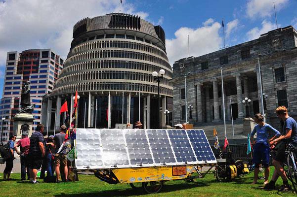NZ: Solatrike in Wellington vor Beehive bei Fridays for Future