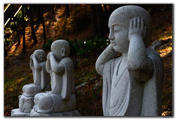 KR0343.Busan.Samgwangsa Temple.Buddhismus hört, sieht und sagt nichts zum Übel