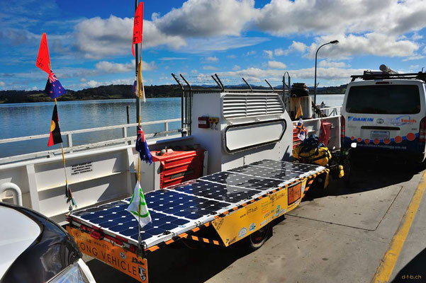 NZ: Solatrike auf der Fähre Rawene - Hokianga