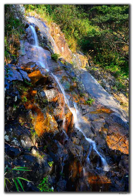 HK0114.Wasserfall Tai Mo Shan