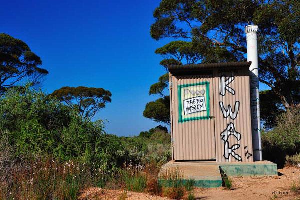 Australien.Jilah Rockhole.Poo Museum