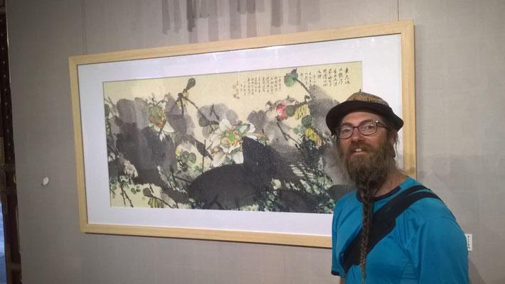 CN: David vor chinesischem Bild  (Photo: Sebastian)
