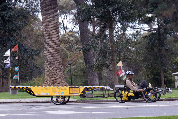 AU: Perth. Kings Park. Carrying an Elephant (Photo: Tom Hogarth)