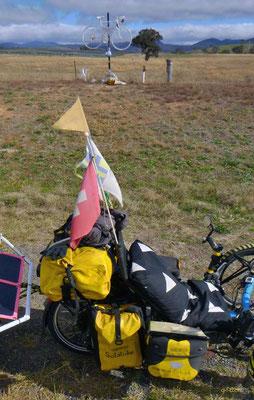AU: Solatrike und Denkmal für Mark Hill vor Canberra