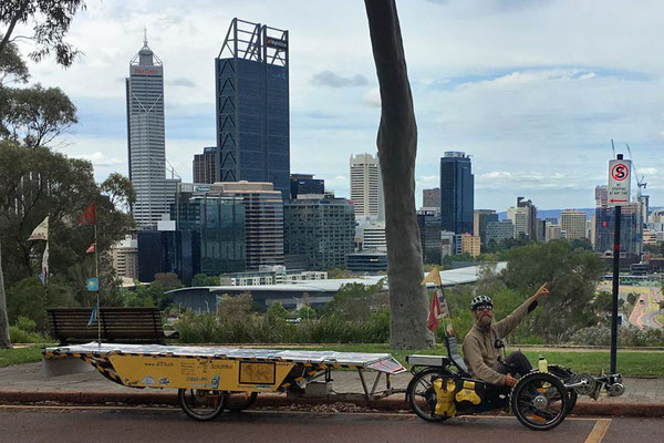 AU: Perth. Kings Park. No Stopping anytime (Photo: Tom Hogarth)