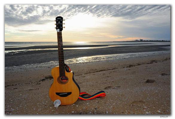 AU0982.Ceduna.Shelly Beach.Gitarre