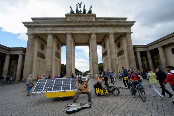 DE: Solatrike in Berlin, Brandenburger Tor