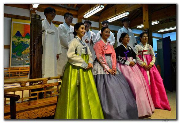 KR0069.Seoul.Folkloregruppe