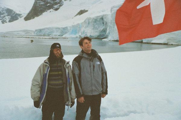 Antarktis, Schweizerpsalm singen (Photo: Ivy Cheng)
